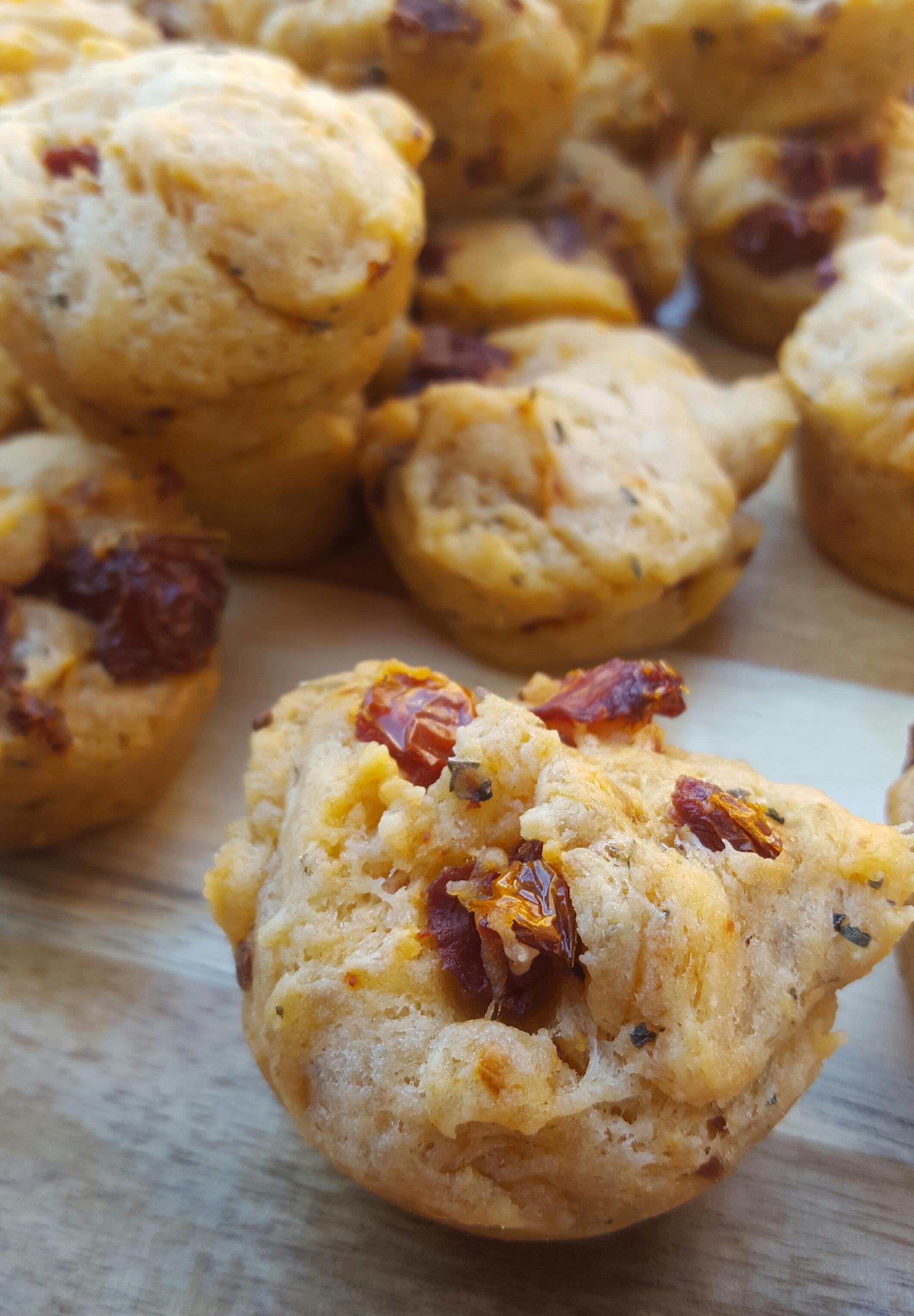 mini-muffin-met-zongedroogde-tomaat-5
